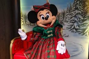 Lettre Pere Noel Disney.Disney S Santa Claus Village Frontierland Disneyland Paris