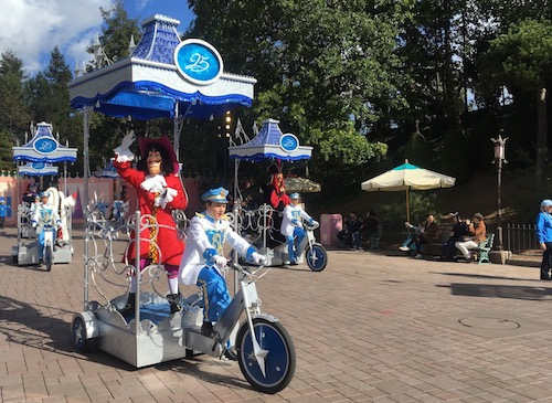 Mickey's Halloween Tricycle Gang!